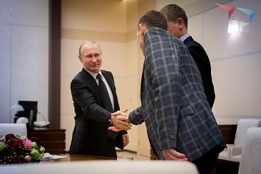 Vladimir Putin meets with the winners of the mentoring best practices contest