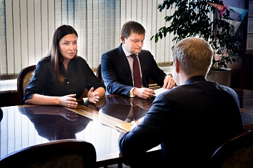 The meeting of the General Director of ASI Svetlana Chupsheva with acting Governor of Altai territory Viktor Tomenko